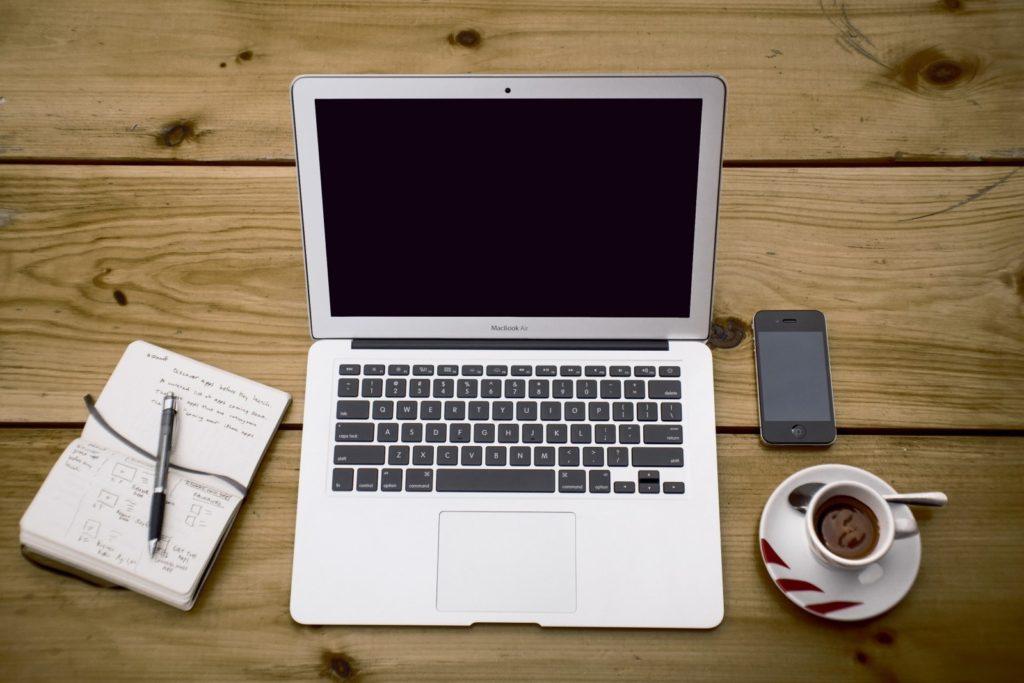 home office workstation office business notebook 1 1024x683 - Freelancer? Veja como muitas pessoas estão trabalhando em casa.