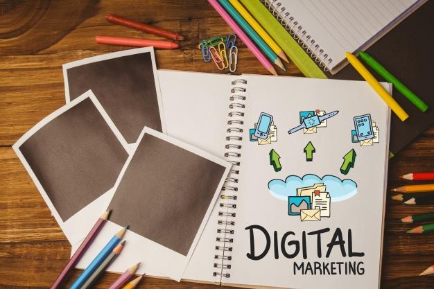 notebook com as palavras quot marketing digital quot e fotos em preto 1134 440 - Marketing Digital Tudo O Que Você Precisa Saber