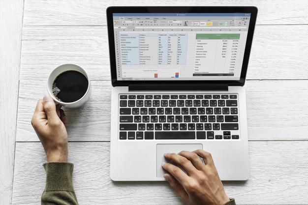 pessoa usando laptop 53876 20641 - Marketing Digital Tudo O Que Você Precisa Saber