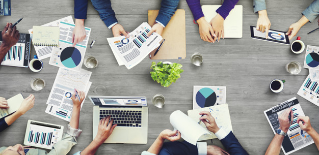 grupo de pessoas de negocios tendo uma reuniao 53876 92270 - Marketing Afiliados Como Começar Em 07 Passos Simples